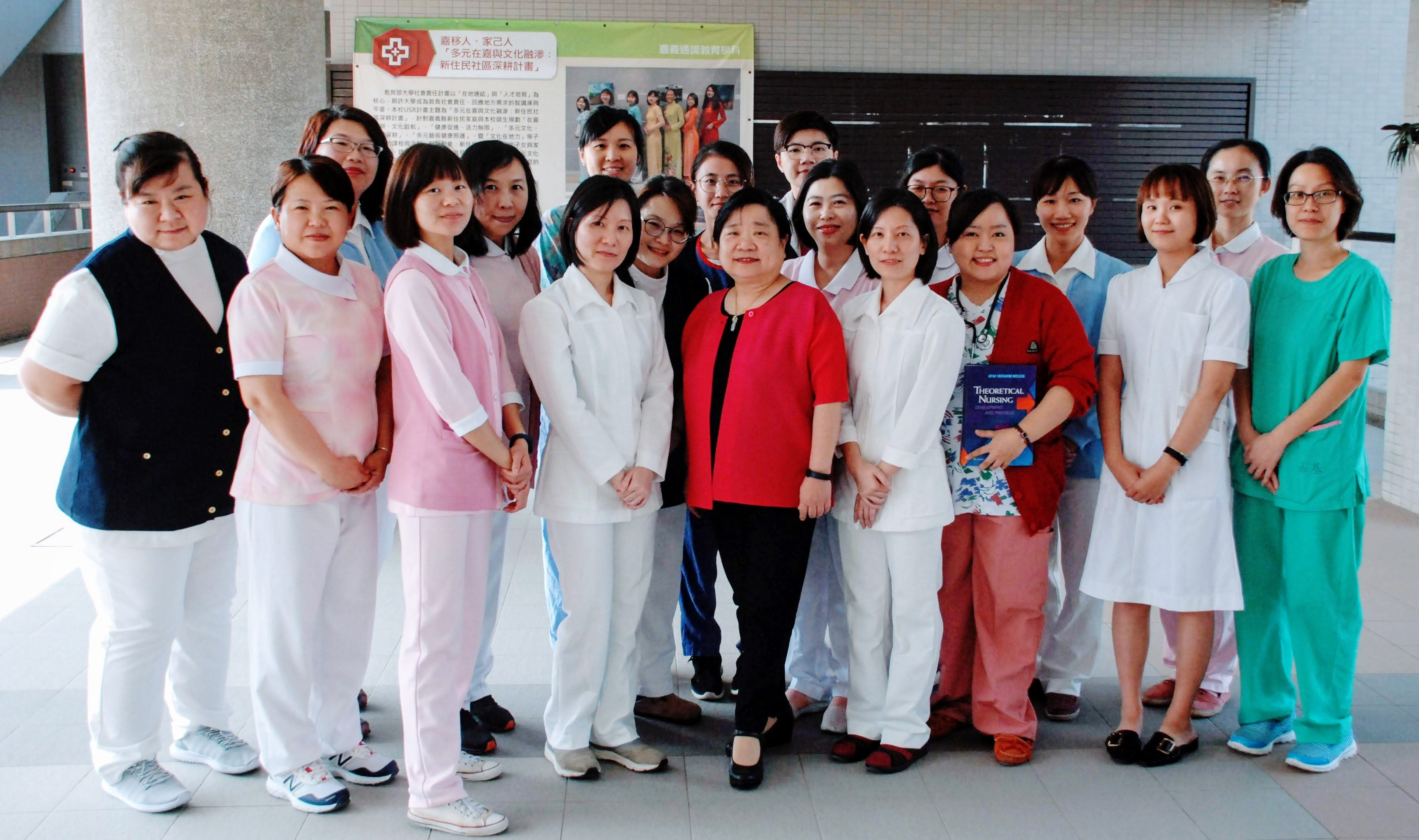 Students and Director of Graduate Institute of Nursing